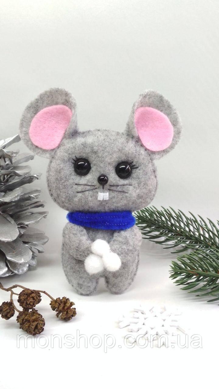 Мишка зі сніжками
