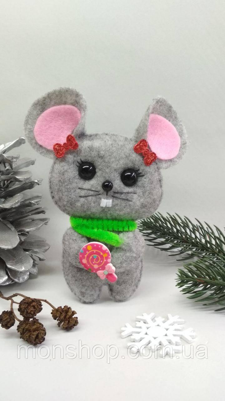 Мышка с конфеткой (девочка)