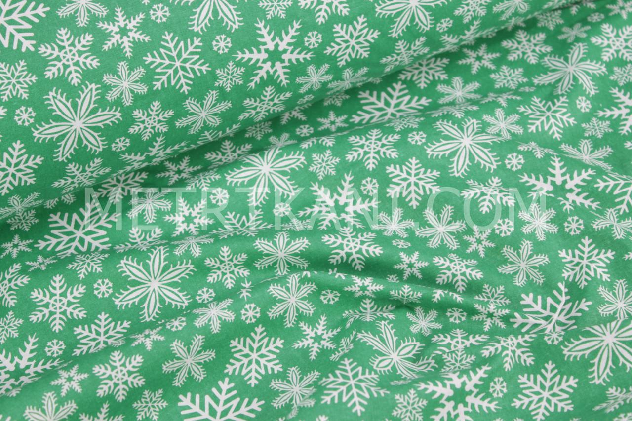 """Ткань хлопковая """"Снежинки  на зелёном фоне №305"""