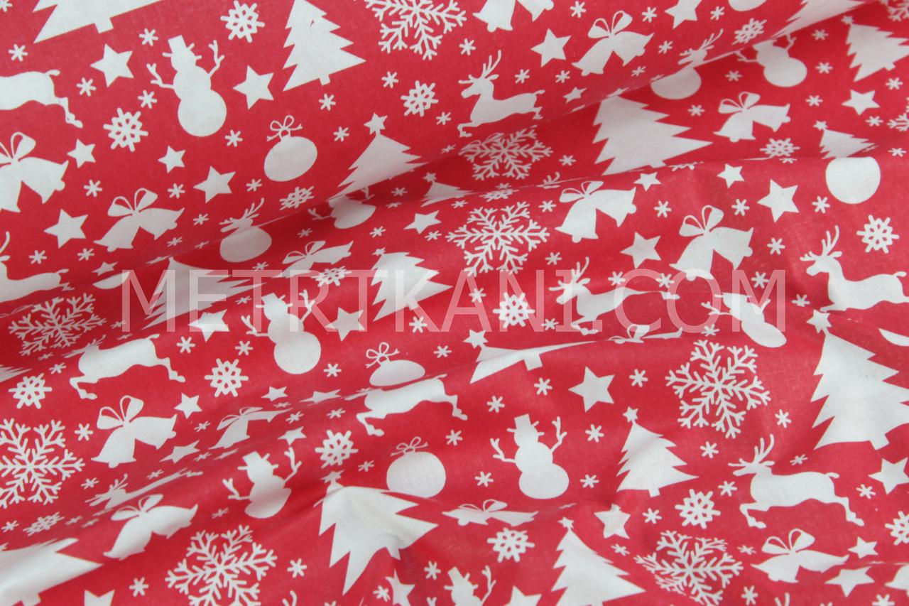 Ткань красного цвета с снеговиками, елками и оленями №761