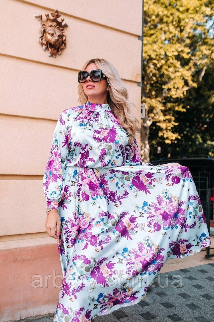 Женское батальное шелковое платье с цветами