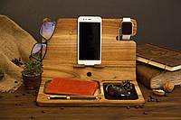 Деревянный органайзер аксессуар с логотипом док станция для смартфона часов iWatch в подарок брату парню мужу