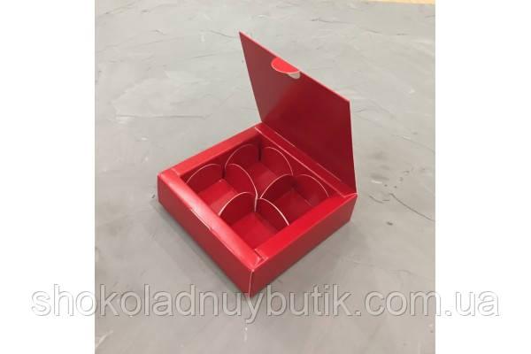Коробка на 4 конфеты, красного цвета