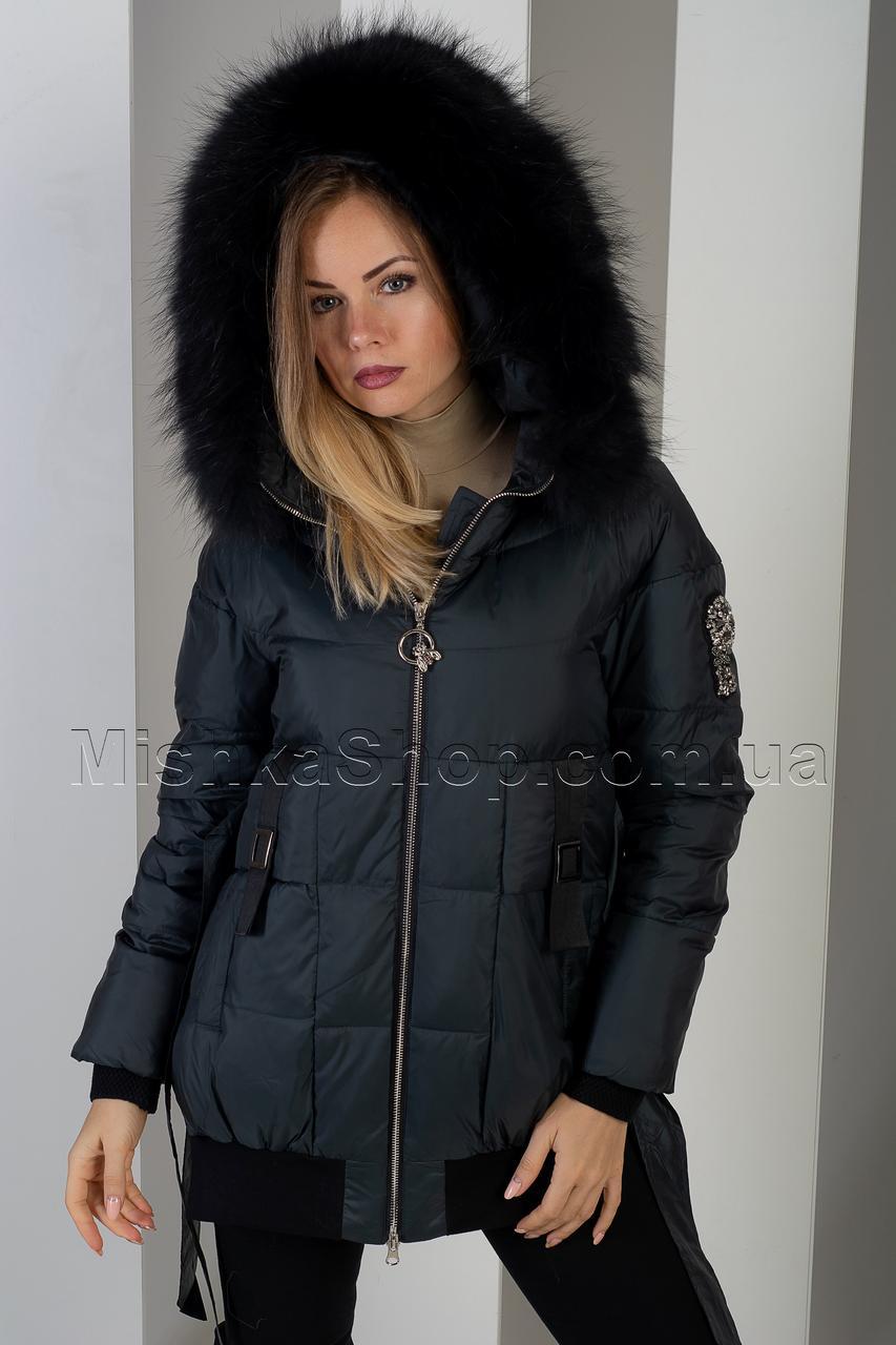 Шикарная зимняя куртка цвета чёрный изумруд с натуральным пышнейшим мехом енота Vo-Tarun Y020-823