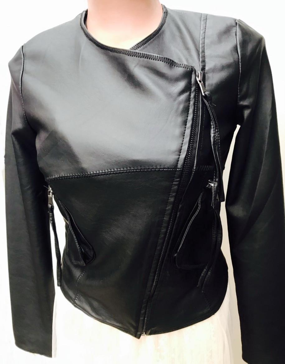Оригинальная легкая куртка косуха из мягкой эко кожи 40-46