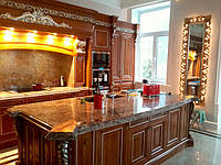 Кухня премиум класса из массива ясеня, с полудрагоценными камнями и позолотой