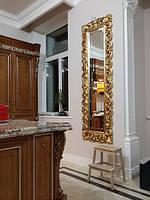 Зеркало в раме из массива дерева