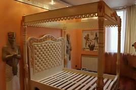 Кровать из дерева с резьбой по индивидуальному заказу - Нифертити