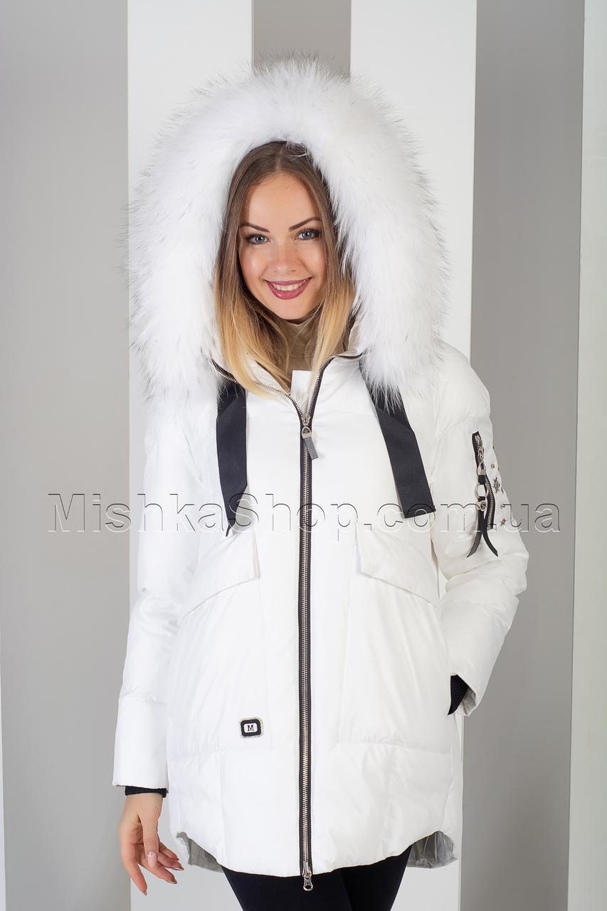 Шикарная зимняя куртка белого цвета с натуральным пышнейшим мехом енота Vo-Tarun Y020-818