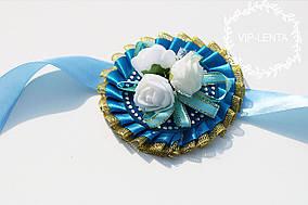 Голубая с белыми розами Бутоньерка на руку