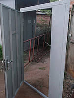 Тамбурная дверь с боковой фрамугой
