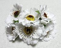 Цветы искусственные. Маки белые