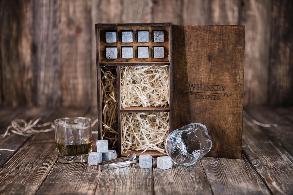 Камни для виски оригинал из стеатита, подарочный набор в деревянном пенале, 8 камней + 2 бокала, + щипцы