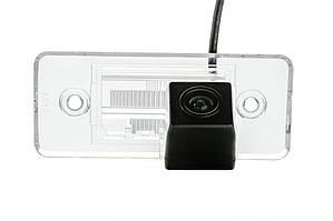 Камера заднего вида Phantom CA-35+FM-16 для Skoda