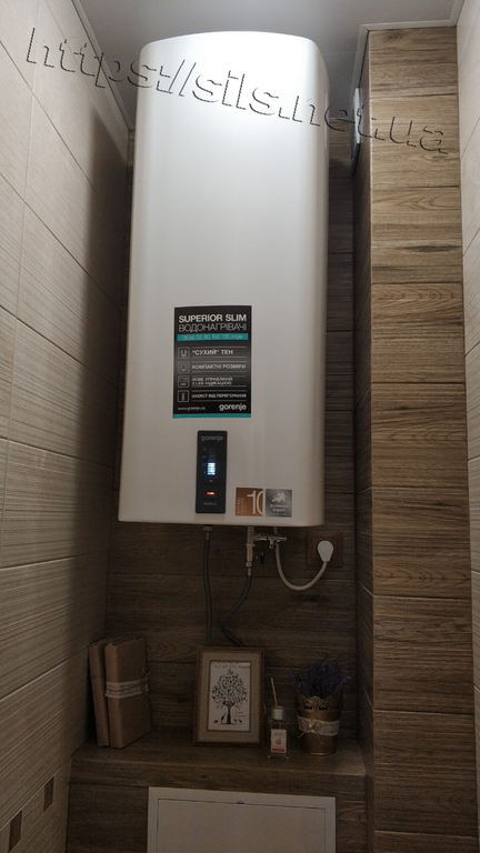 Электрический водонагреватель Gorenje OGBS 80 ORV9  монтаж в красивом интерьере санузла