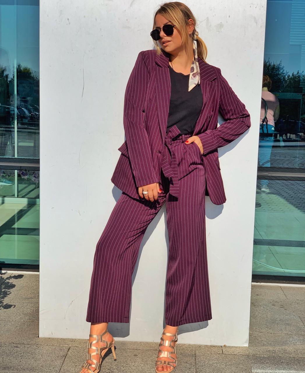 Женский деловой костюм с брюками клеш укороченными и пиджаком 3kos200