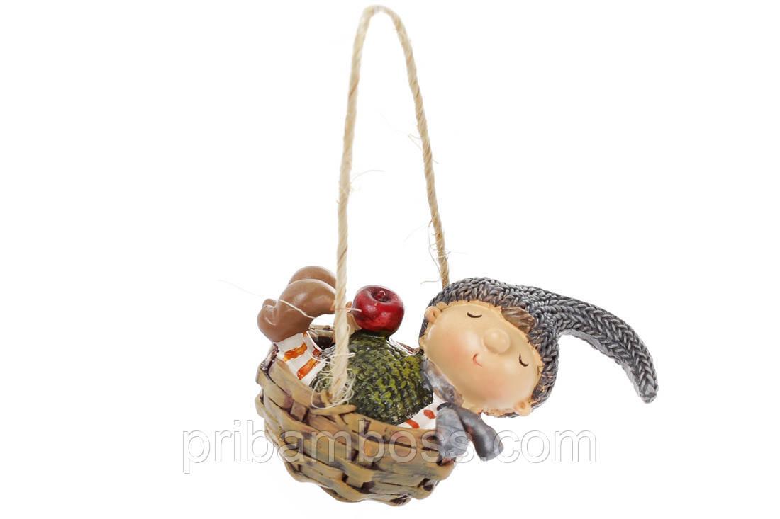 Декоративная подвеска Малыш в корзине