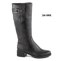 Женские сапоги из натуральной кожи чёрного цвета на невысоком каблуке