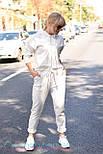 Трикотажный женский спортивный костюм с укороченным худи и штанами на манжетах vN3414, фото 4