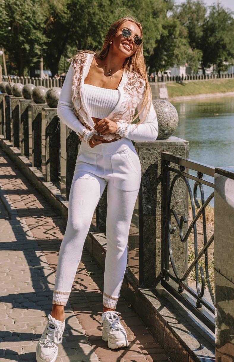 Женский вязаный костюм с лосинами и ажуром на кофте vN3428