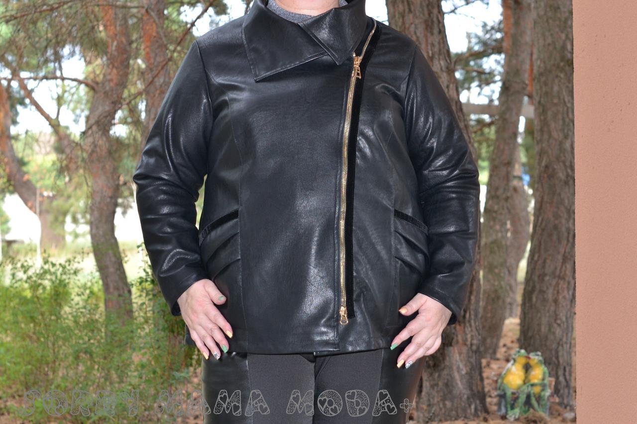 (от 48 до 82 размера) Короткая кожаная куртка с косой молнией в больших размерах vN3462
