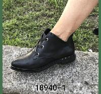 Женские ботинки с натуральной кожи черного цвета на шнурках на низкой подошве. Зимние и демисезонные.