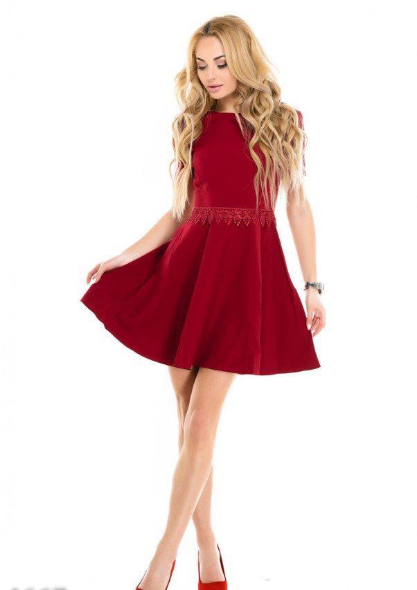 Малиновое коктейльное платье-футболка с кружевной отделкой L
