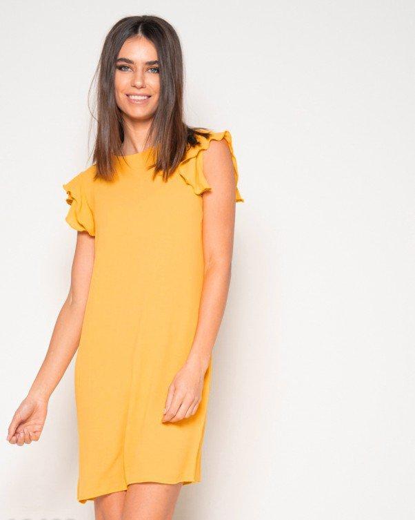 Летнее платье желтого цвета с рюшами