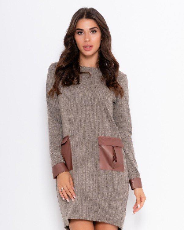 Бежевое платье с накладными карманами L