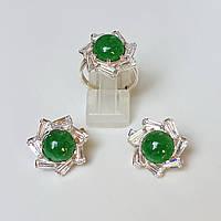 Комплект серебряных ювелирных украшений кольцо и серьги с жадеитом и фианитами
