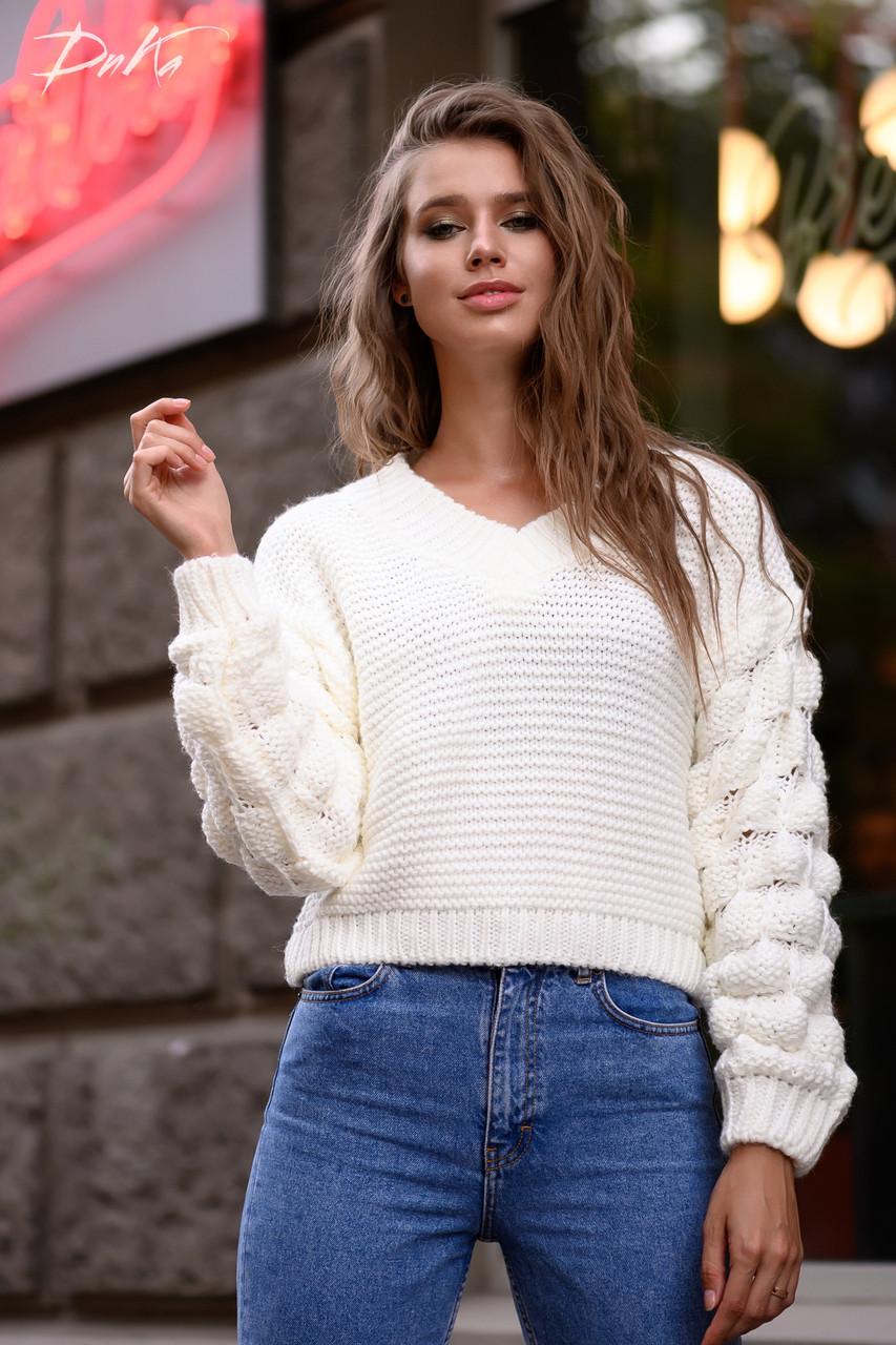 Ультрамодный свитер плотной вязки