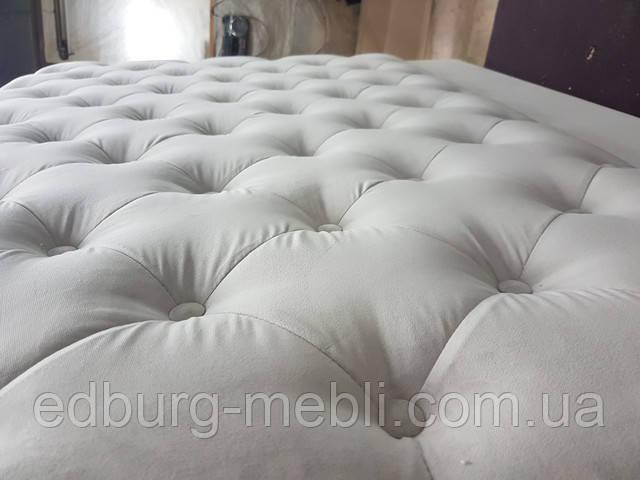 Изголовье кровати с пуговицами