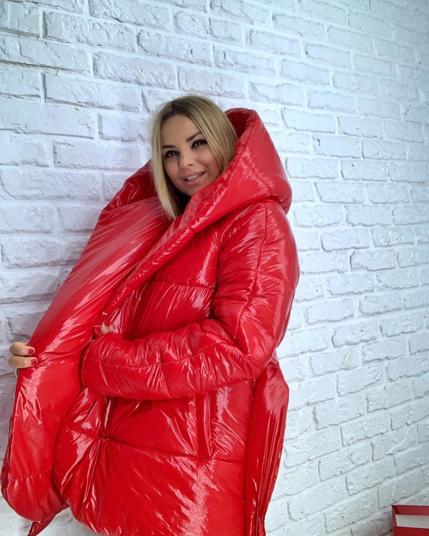 Короткая лаковая куртка-одеяло с капюшоном 3kr182