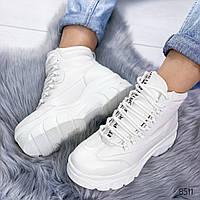 Ботинки женские демисезонные на массивной фигурной подошве и шнурках белые, фото 1