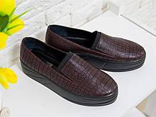 """Слиппоны из натуральной кожи темного бордовой цвета с текстурой """"крокодил"""" на утолщенной черной подошве, Т-1663"""