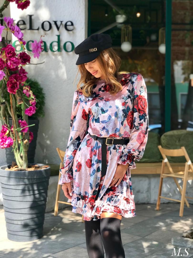Женское стильное велюровое платье с цветочным принтом