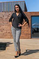 Женский костюм брючный, с шифоновой блузочкой глубоким вырезом, с узкими брюками с лампасами  чёрный, фото 1