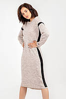 Прямое женское платье декорировано лампасами цвета лен