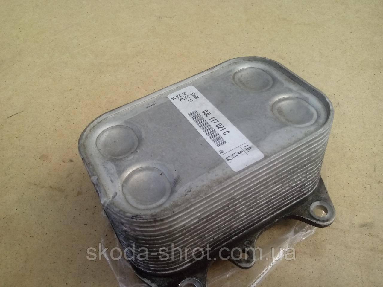 Масляный радиатор  03L117021C  теплообменник  (холодильник , под фильтром) Skoda Octavia 2  1.6 TDI