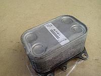 Масляный радиатор  03L117021C  теплообменник  (холодильник , под фильтром) Skoda Octavia 2  1.6 TDI, фото 1
