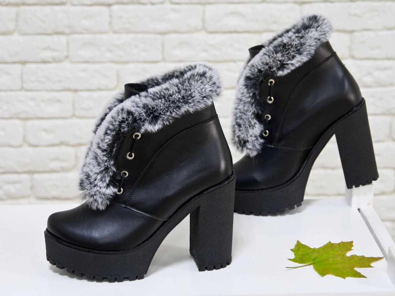 """Оригинальные женские кожаные Ботинки черного цвета, на высоком но устойчивом каблуке, украшены эко-мехом """"шиншила"""", на шнуровке, Коллекция Осень-Зима"""