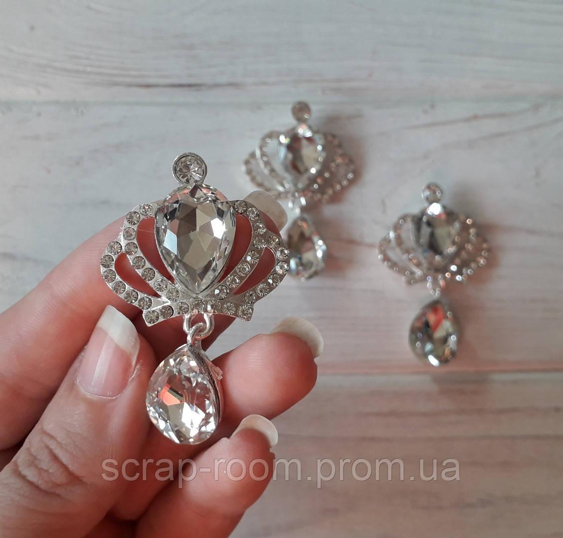 Брошь корона, брошь корона с белым камнем, корона с подвеской, брошь свадебная, размер 30*50 мм, цена за шт