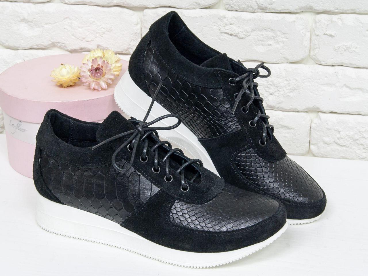 Шикарные кроссовки из натуральной кожи с текстурой питон и замши черного цвета на яркой белой подошве, Эксклюзивная Коллекция 2018 от Снежаны