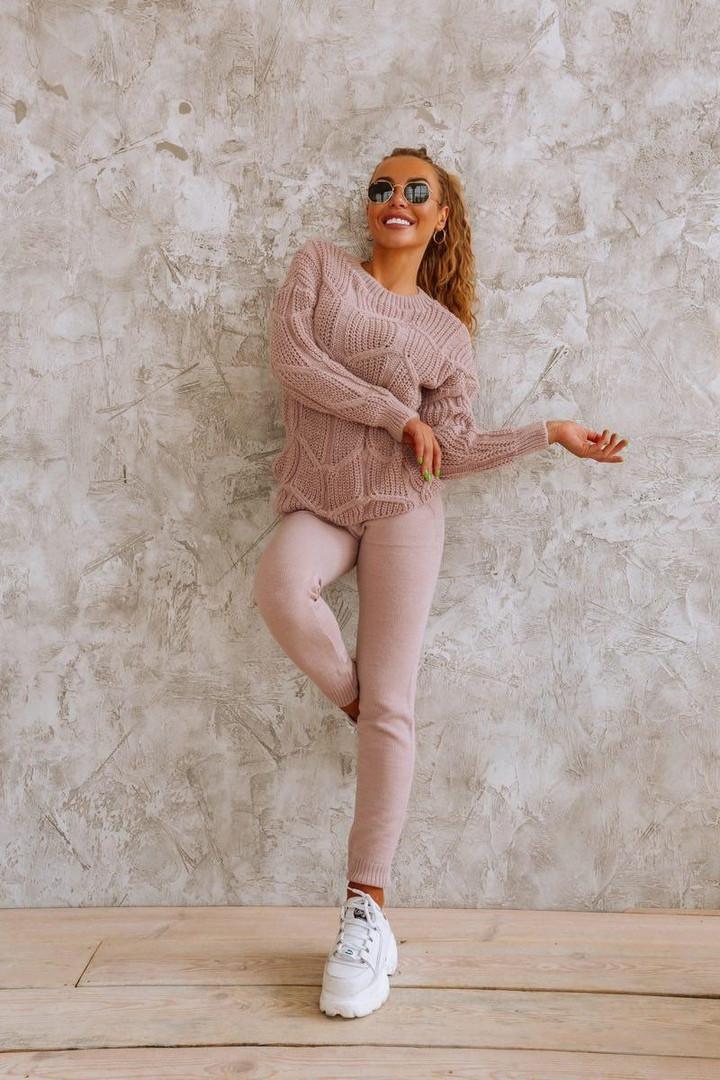 Вязаный женский костюм с ажурным свитером