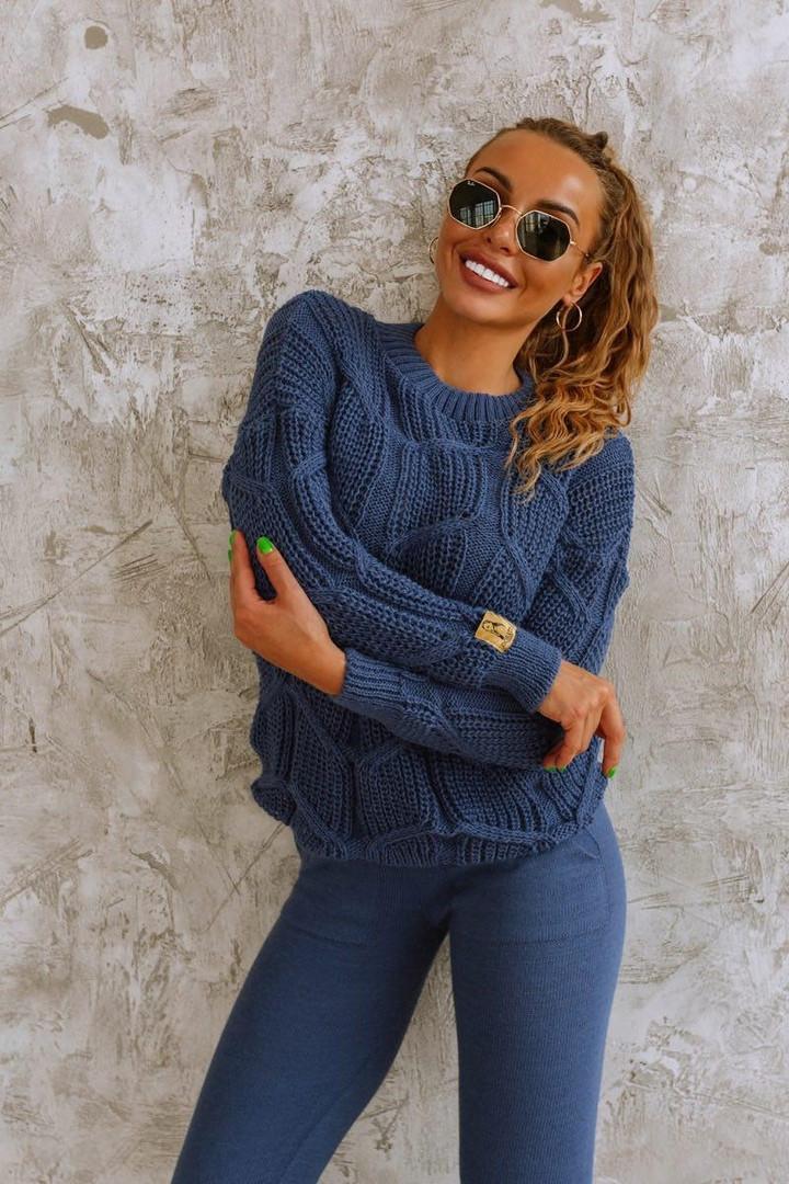 Синий вязаный женский костюм со свободным свитером