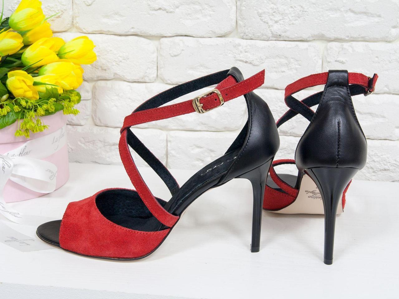 Туфли, на каблуке-шпильке, из натуральной кожи черного цвета и ярко красной замши, С-17043