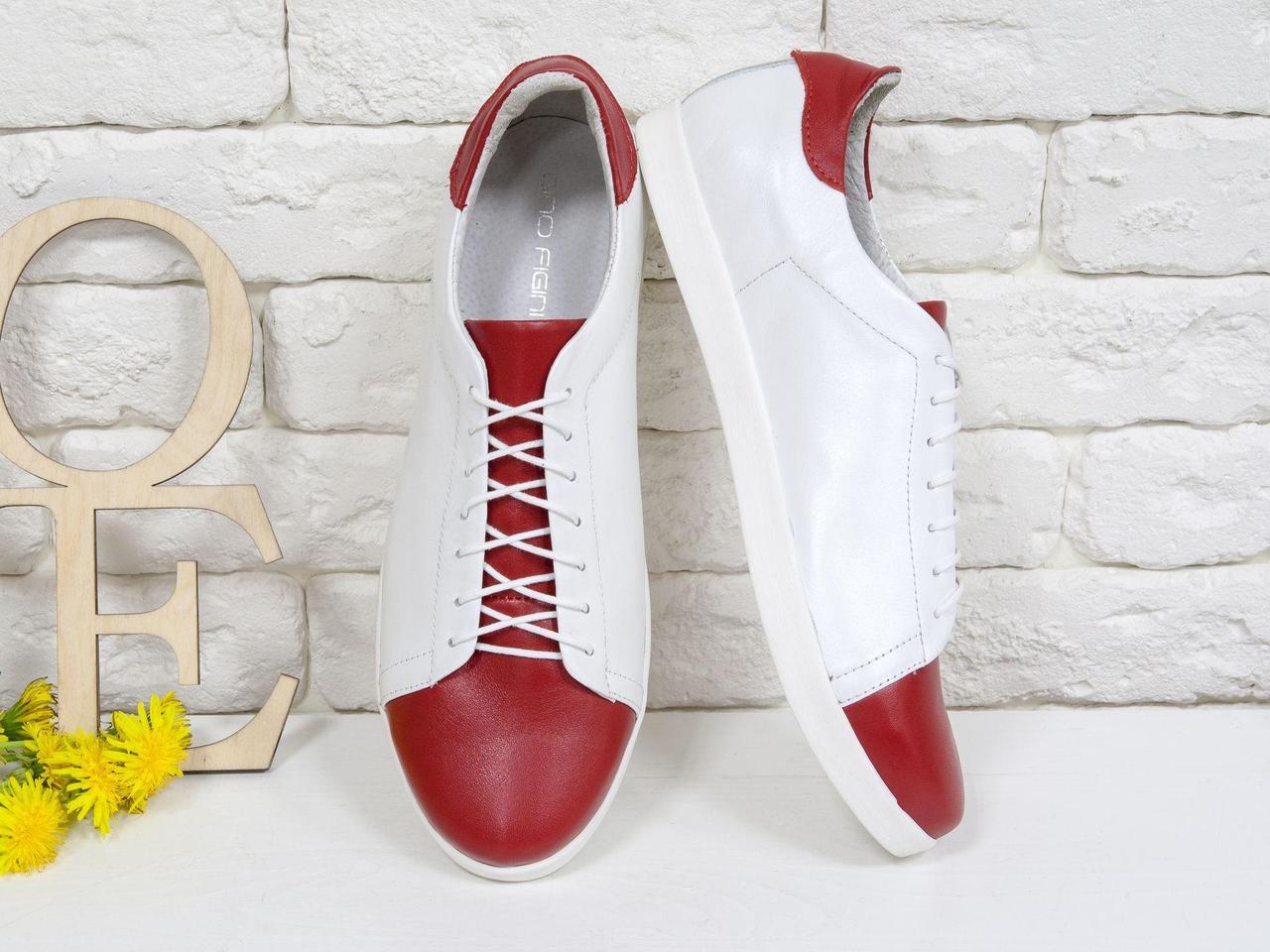 Кеды из натуральной кожи белого цвета в комбинации с красной, на облегченной белой подошве Т-17026