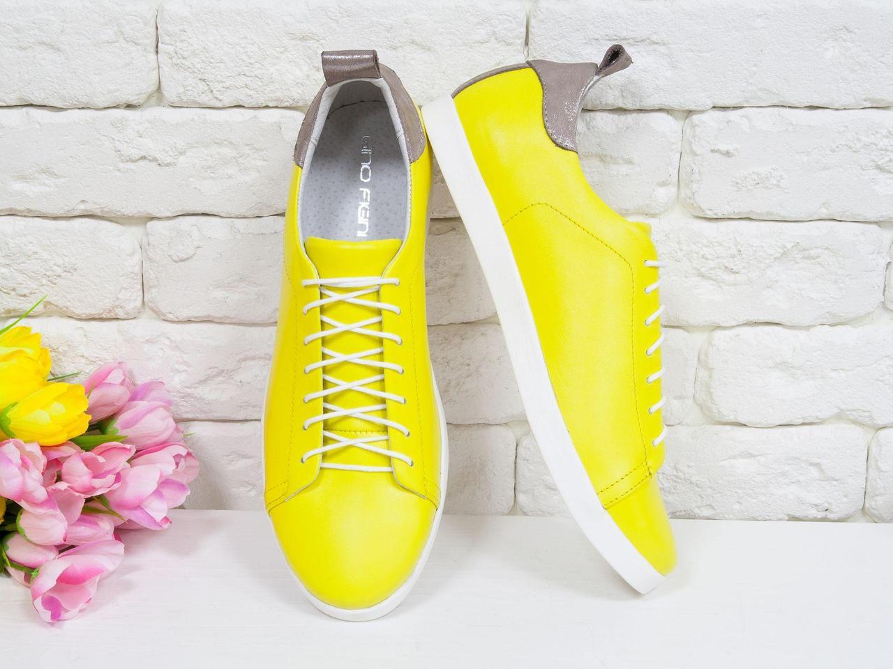 Легкие кожаные кеды ярко-желтого цвета в сочетании с бежевой блестящей кожей, Т-17026-06