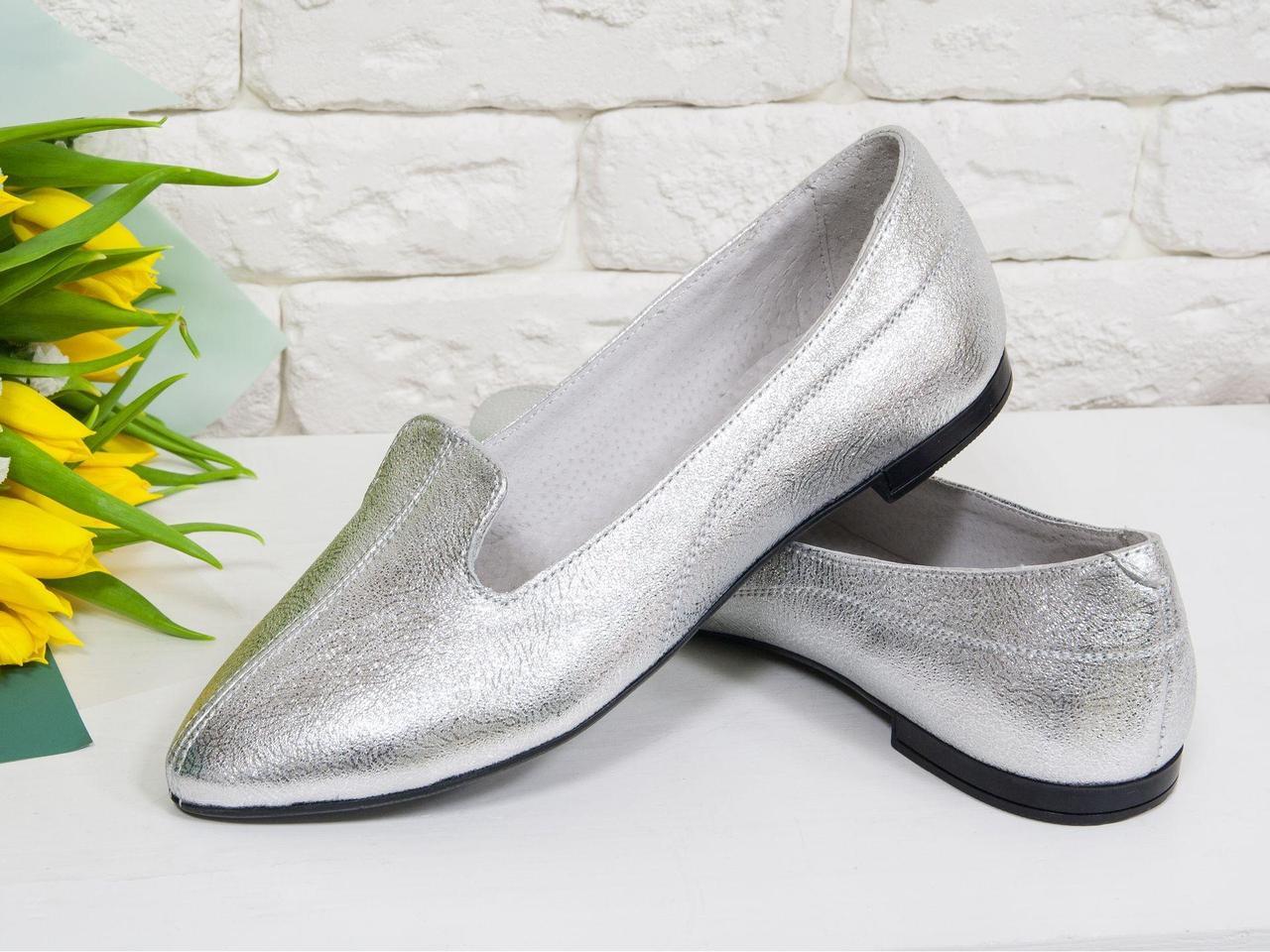 Облегченные туфли из натуральной кожи красивого серебряного цвета, на облегченной тонкой подошве черного цвета,  Д-17-06