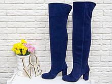 Ботфорты свободного одевания на не высоком устойчивом каблуке, выполнены из натуральной замши насыщенного синего цвета, Коллекция Осень-Зима